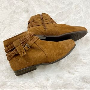 Minnetonka Pointed Suede Boots